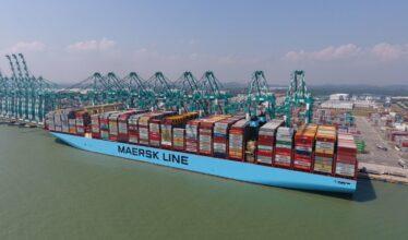 Atuando no setor portuário, a Maersk está investindo em navios que irão operar com metanol neutro em carbono até o primeiro semestre de 2024
