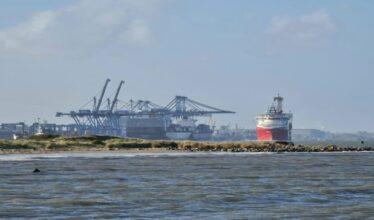 Por ajudar nos poços de petróleo, o navio Siem Helix I possui grande importância no setor portuário. Espera-se que o Estaleiro Rio Grande receba o Helix II